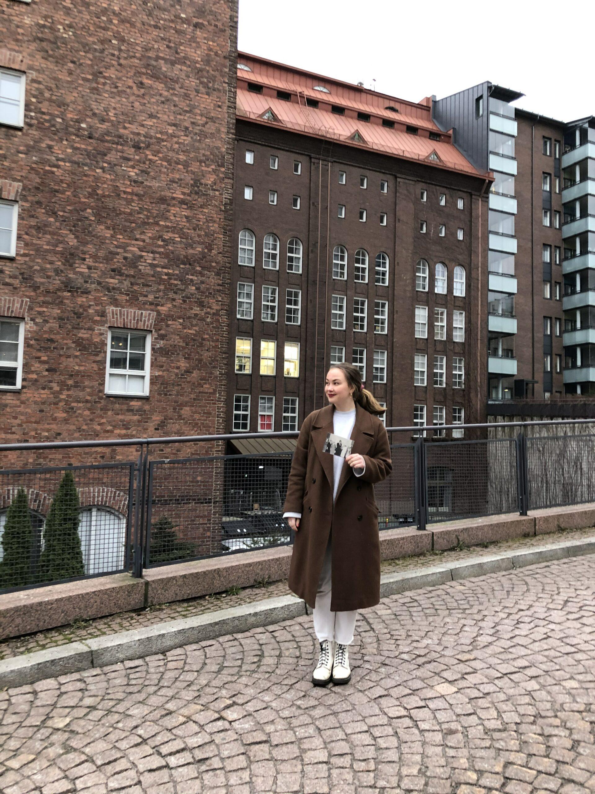 Enna Koskelo vastaanotti WILPF, Suomen osaston rauhanpalkinnon Helsingissä.